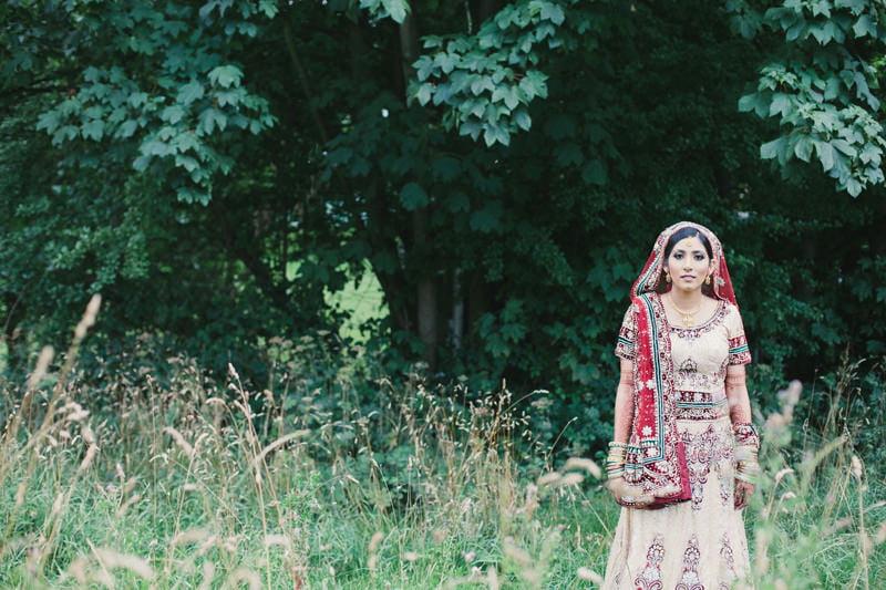 Quirky_Natural_Artistic_Glasgow_Wedding_Photography_Maureen_Du_Preez-141