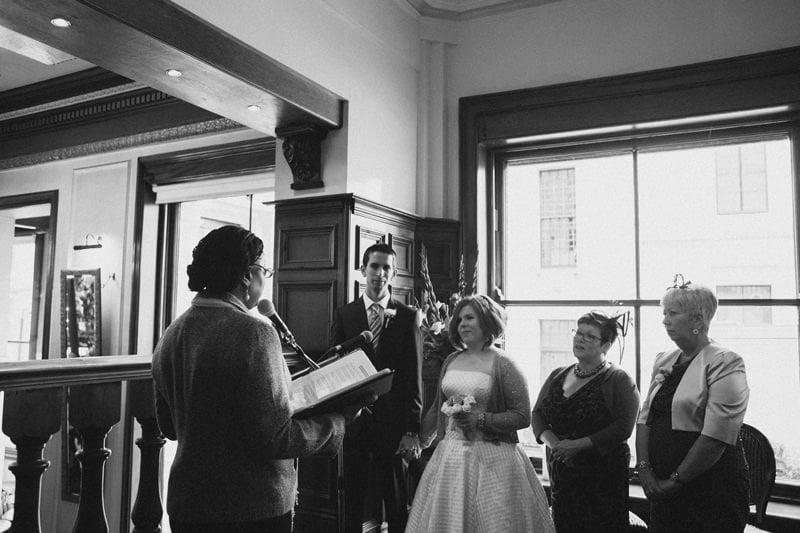 Quirky_Natural_London_Pub_Wedding_Photography_Maureen_Du_Preez-025