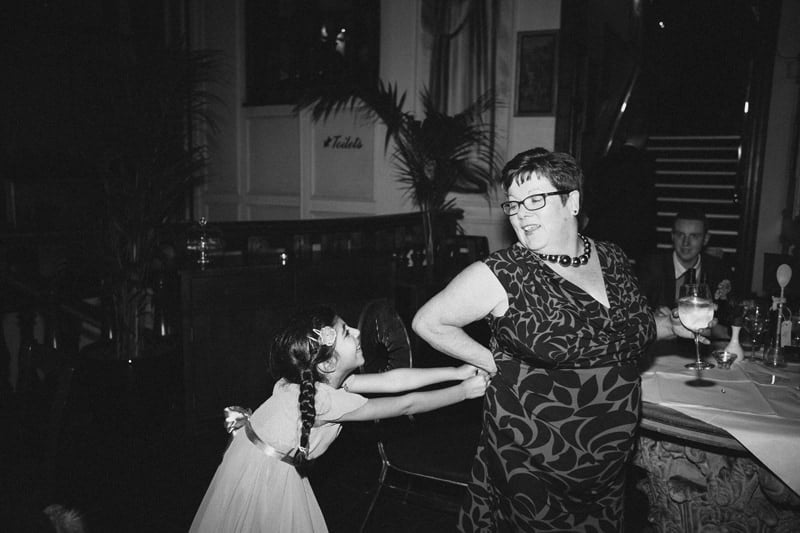 Quirky_Natural_London_Pub_Wedding_Photography_Maureen_Du_Preez-104