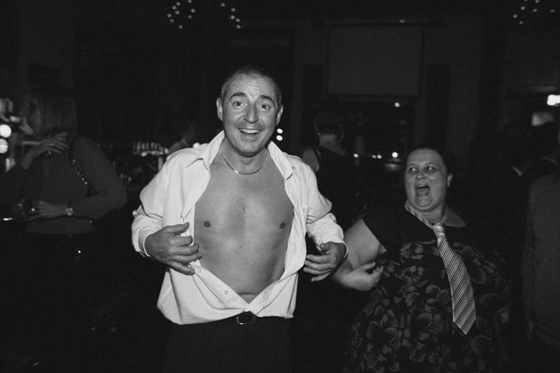 Quirky_Natural_London_Pub_Wedding_Photography_Maureen_Du_Preez-129