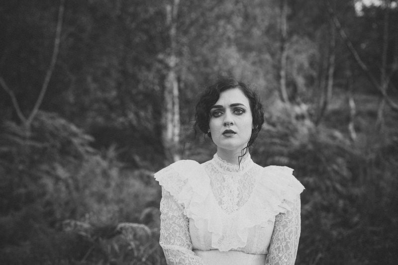 artistic_organic_bridal_forest_photography-17