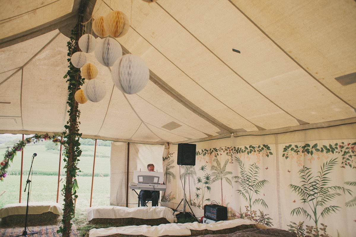artistic-natural-wedding-photography-netherbury-dorset-022