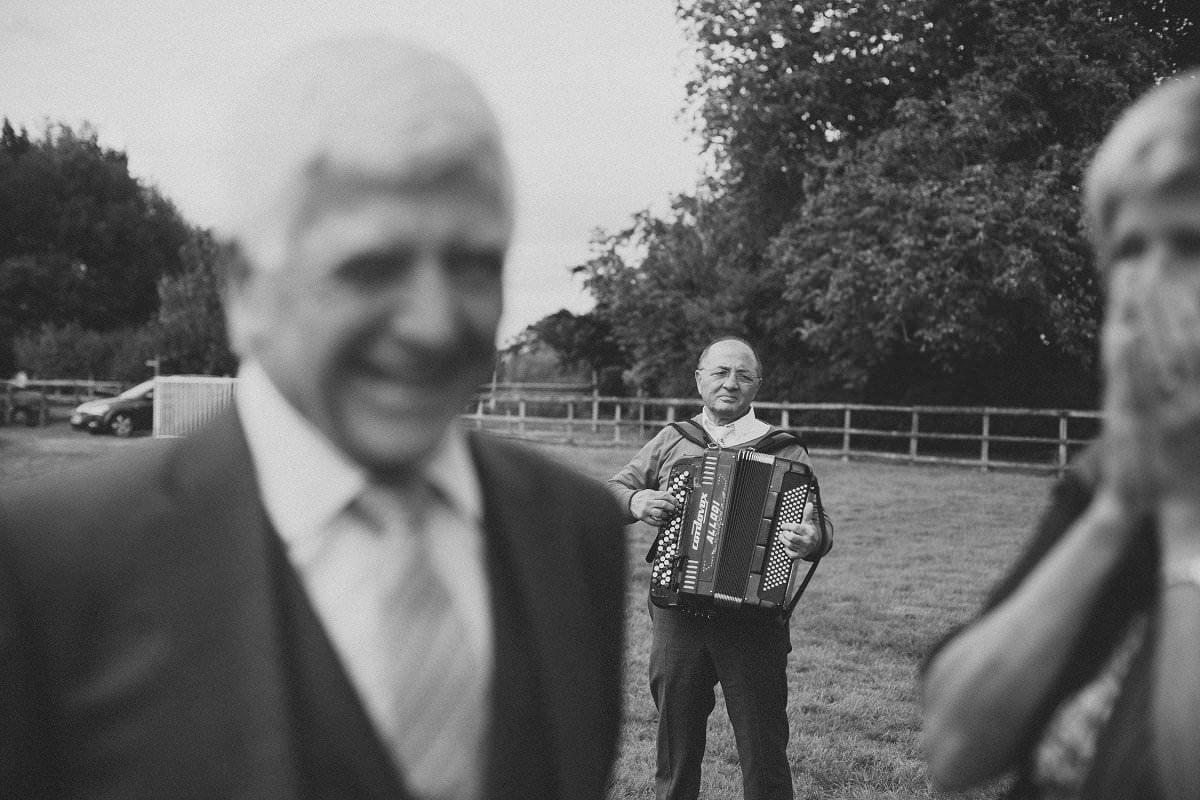 natural-folk-festival-wedding-sussex-photographer-020