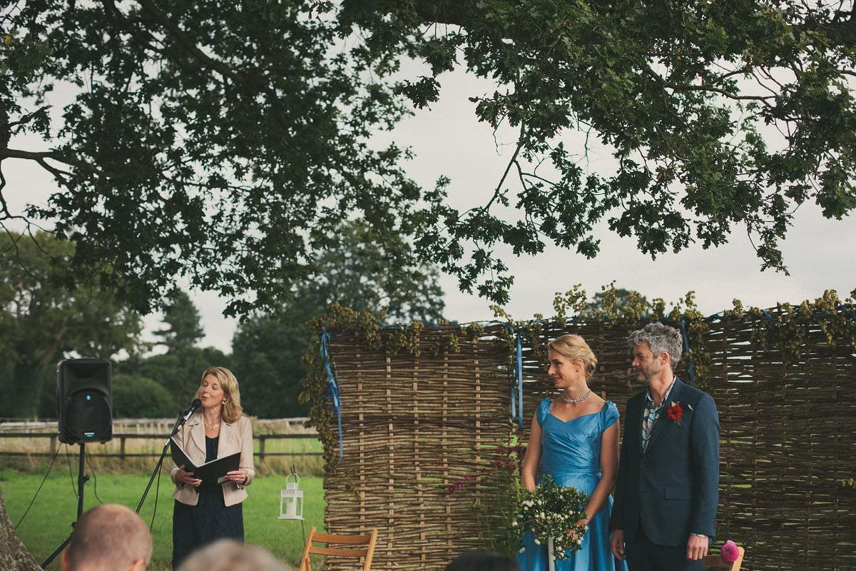 natural-folk-festival-wedding-sussex-photographer-049