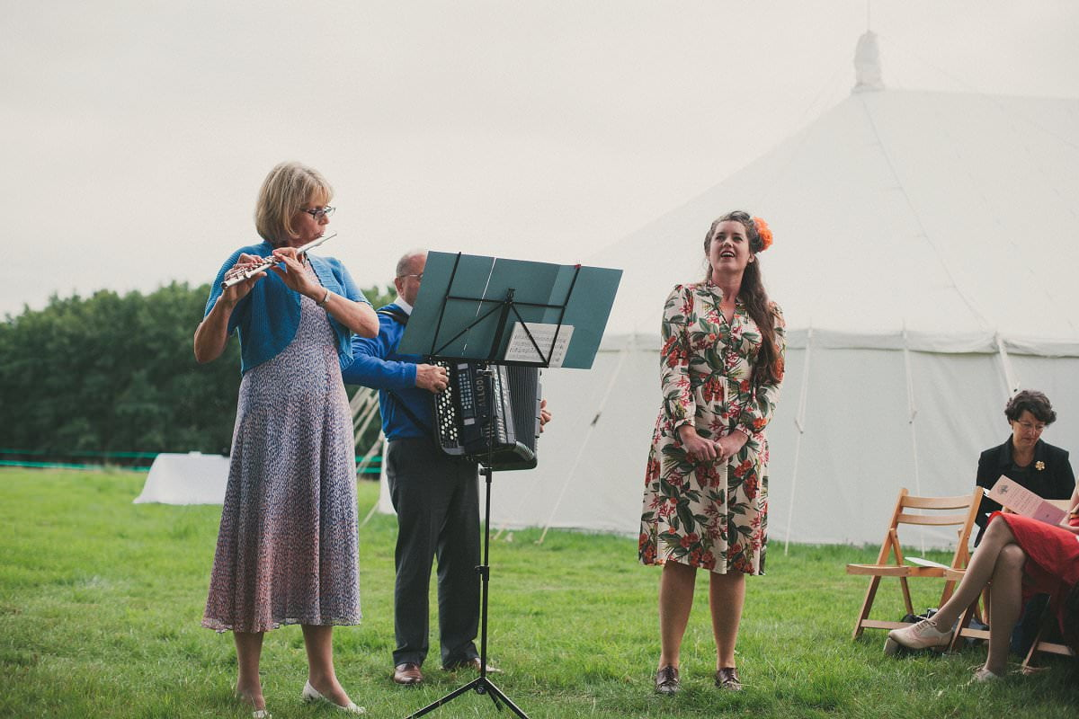 natural-folk-festival-wedding-sussex-photographer-056