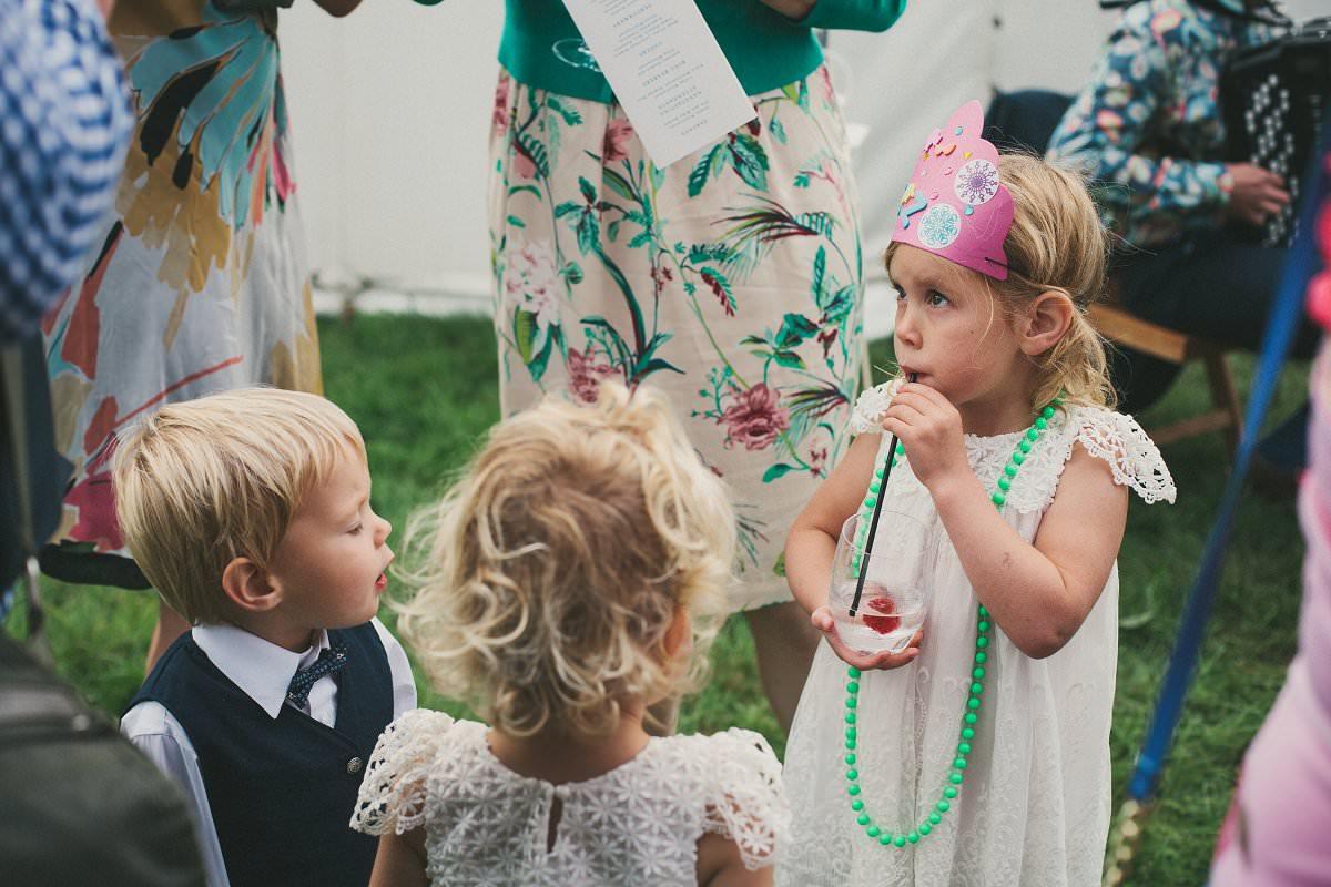 natural-folk-festival-wedding-sussex-photographer-090