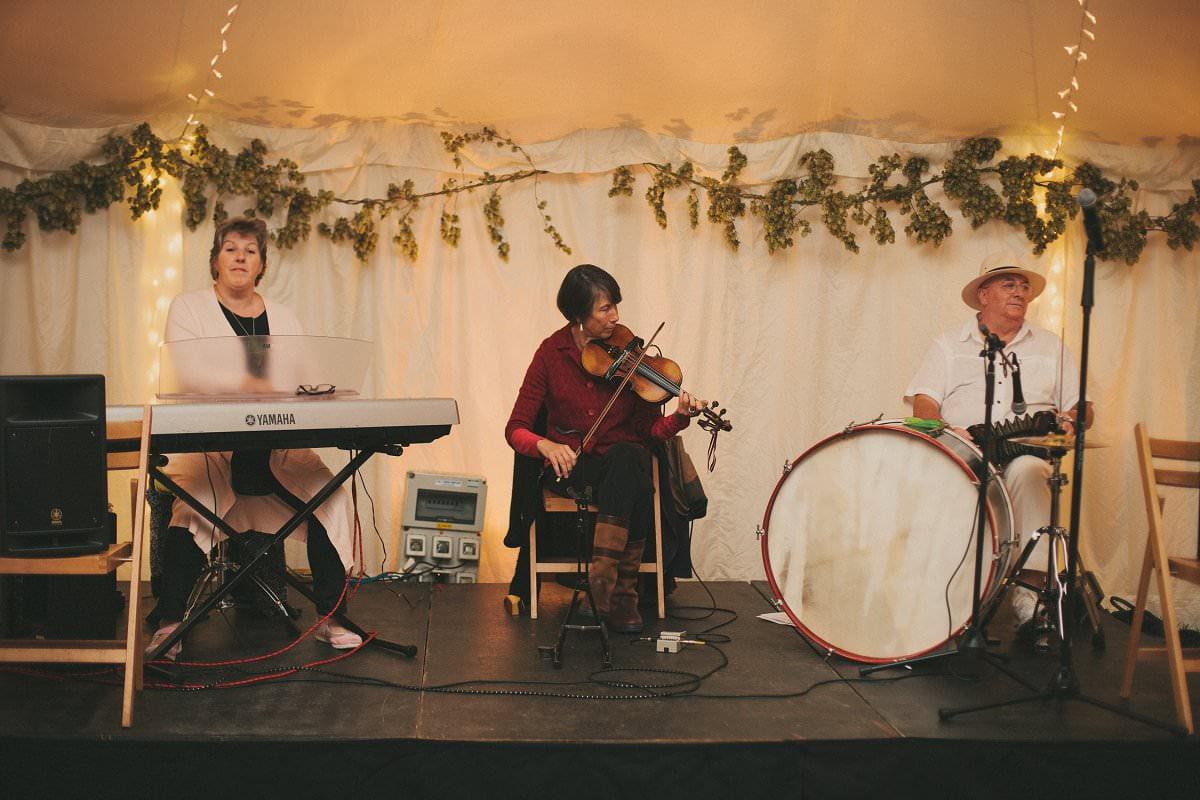 natural-folk-festival-wedding-sussex-photographer-132