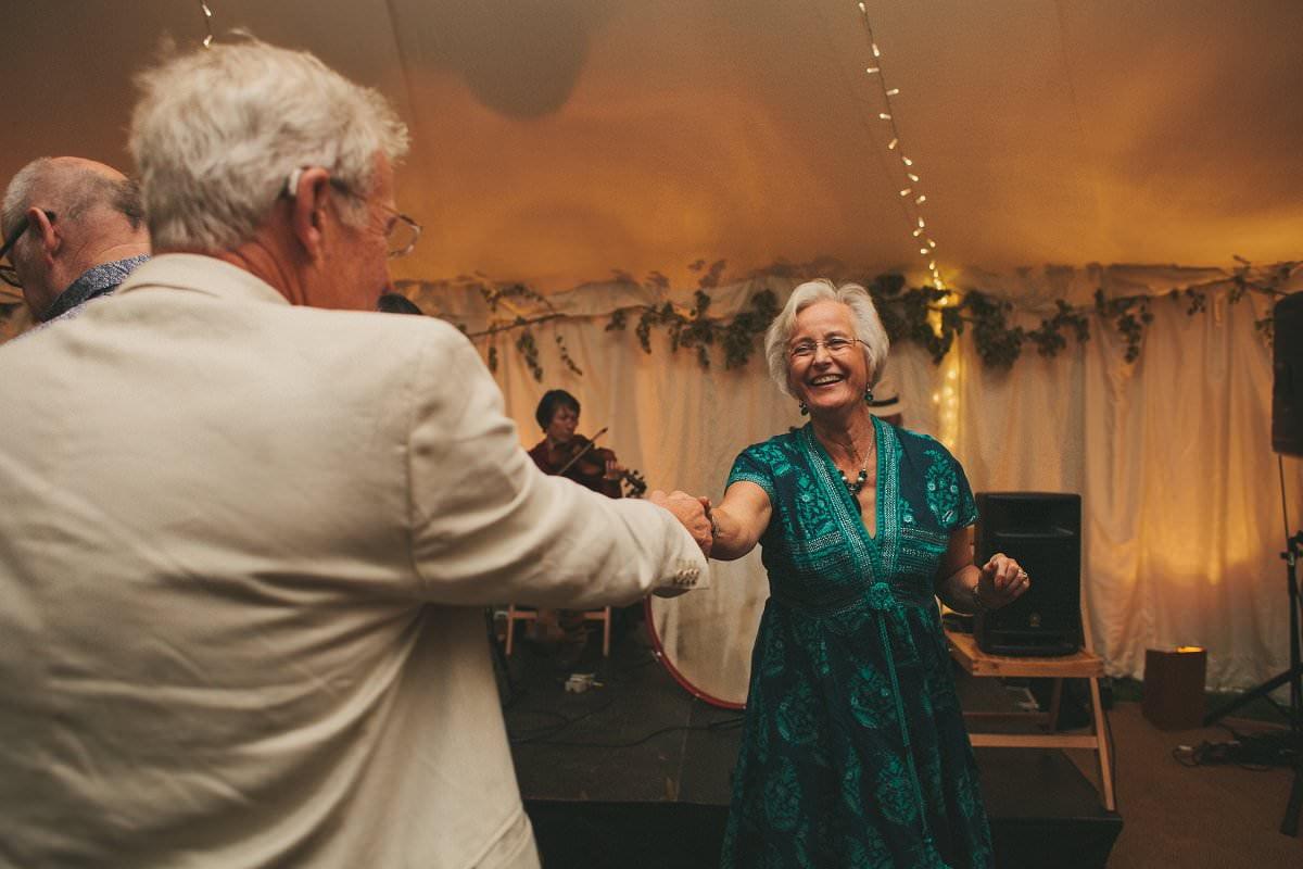 natural-folk-festival-wedding-sussex-photographer-139