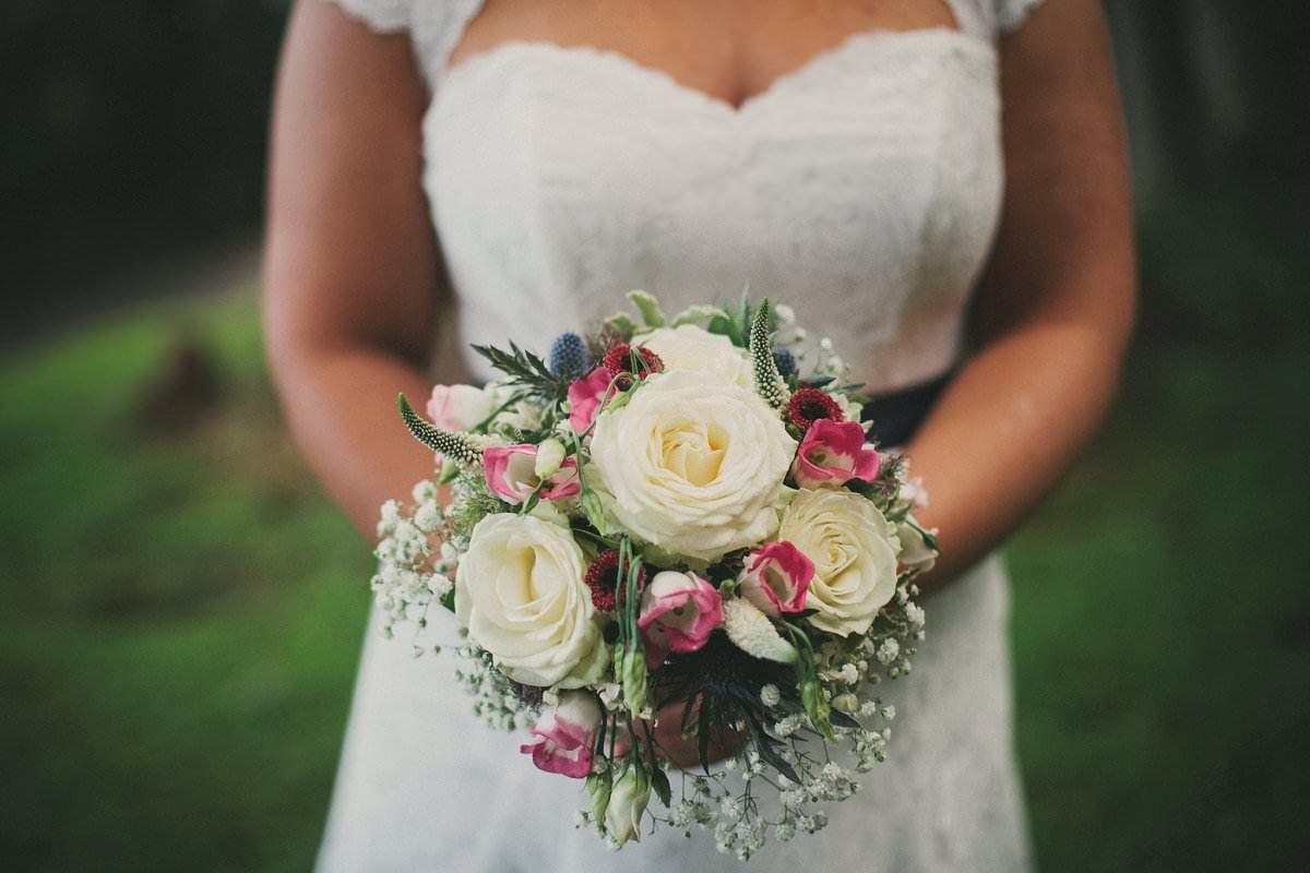 bride bouquet stirling wedding photographer