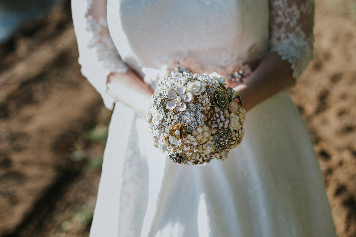 vintage DIY brooch bouquet