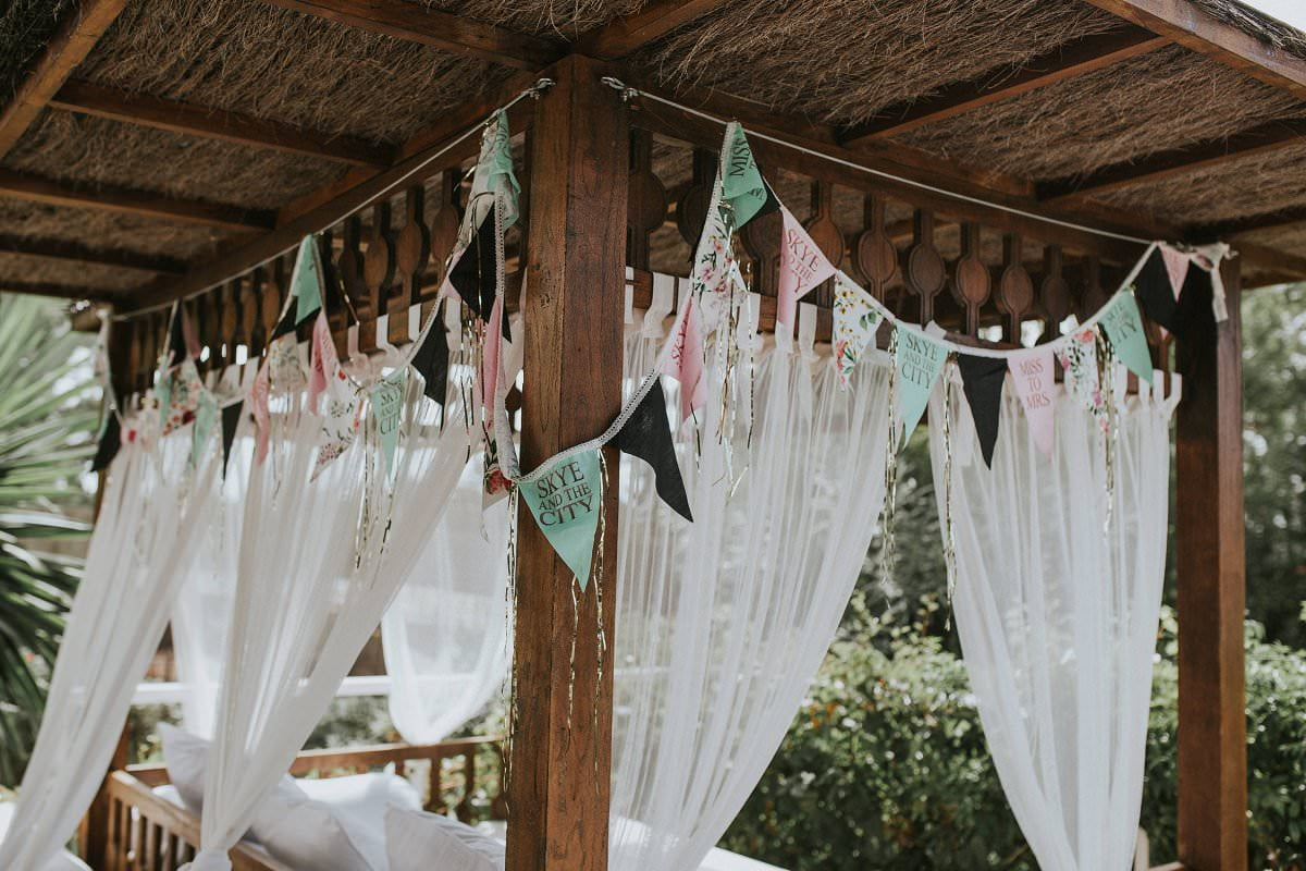 getting ready wedding hen decorations