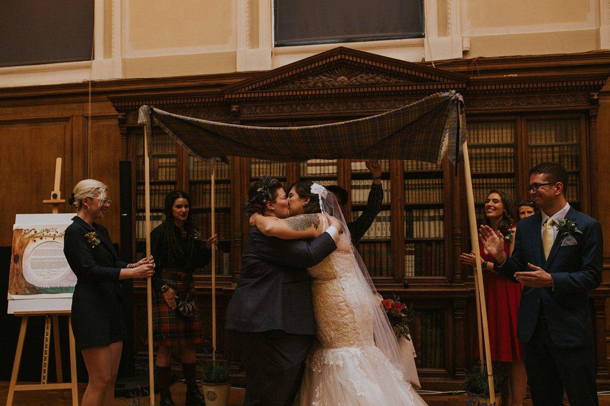 first kiss jewish wedding